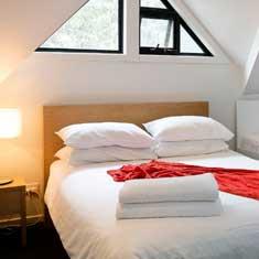 2 cozy queen beds in 2.5 bedrooms